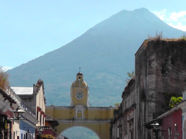 Arco de Santa Catalina, antigua, guatemala, travel, travelogue, ailsa prideaux-mooney