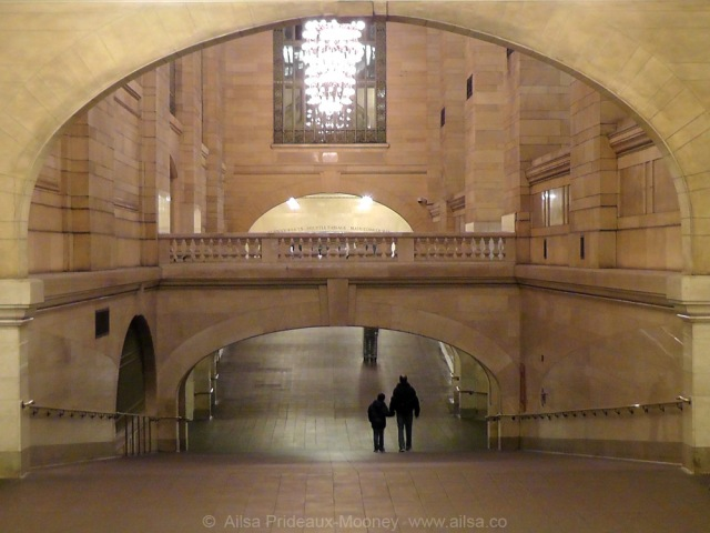 holding-hands-together-in-grand-central