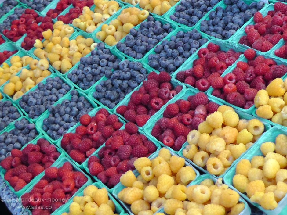 street market raspberries blueberries berries