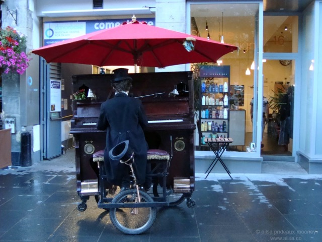 rhythm piano player pianist busker