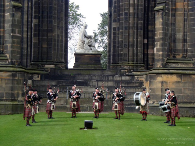 scotland, edinburgh, bagpipes, bagpipers, travel, travelogue, photography, ailsa prideaux-mooney, kilts