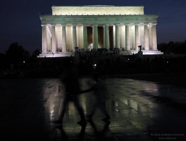 lincoln memorial at night washington dc
