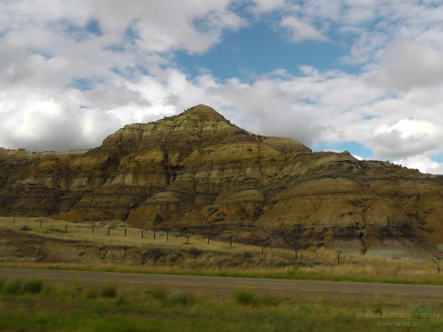 us road trip north dakota badlands striation usa america driving