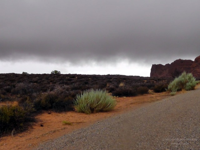arches red green canyon utah monsoon road trip us usa america fog