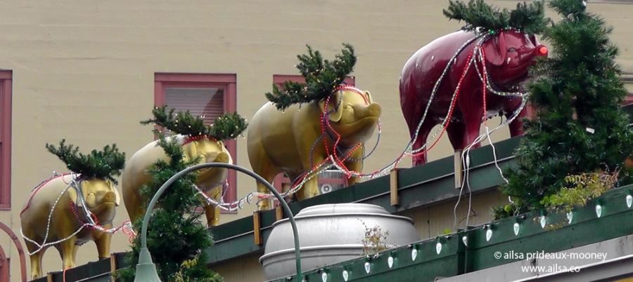 seattle pike place market pigs washington christmas