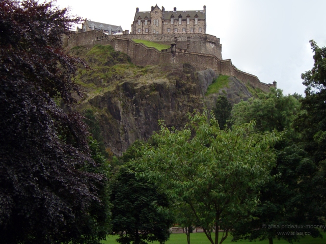 edinburgh castle rock scotland