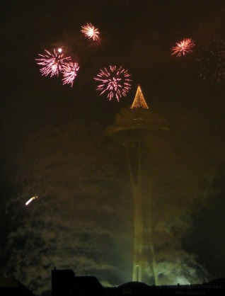 seattle washington space needle fireworks new years eve 2013