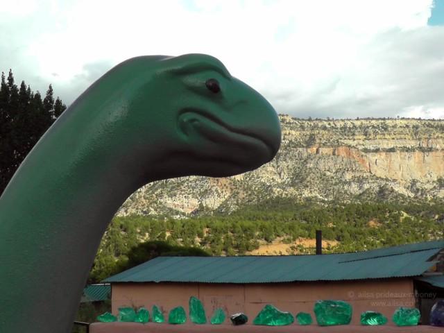 utah rock stop dinosaur road trip