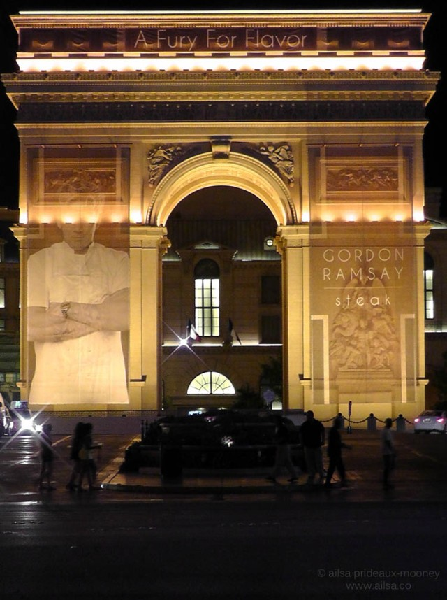 arc de triomphe las vegas desert night glow us road trip usa america driving