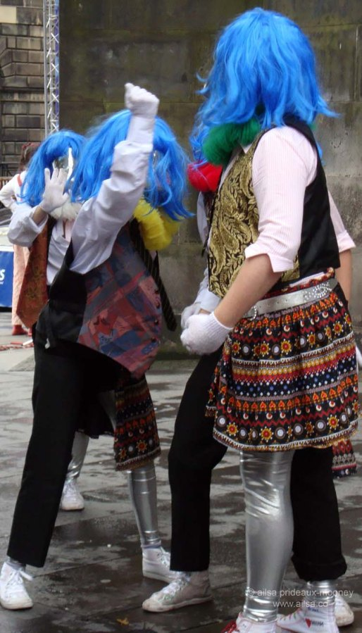 edinburgh fringe festival scotland theatre performance street performers