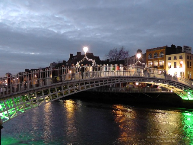 dublin hapenny bridge ireland halfpenny travel