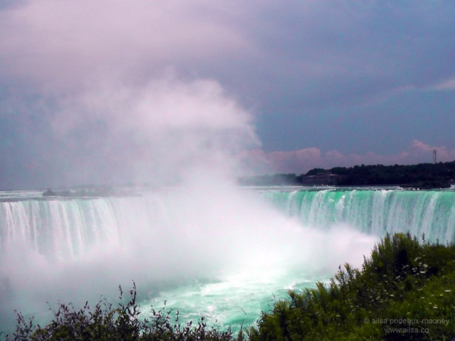 niagara falls, horseshoe falls, canada, new york, travel, travelogue, road trip, ailsa prideaux-mooney