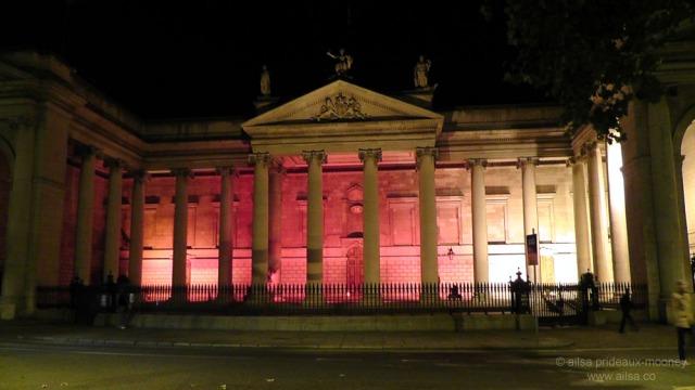 hallowe'en, dublin, ireland, college green, bank of ireland, travel, travelogue, ailsa prideaux-mooney, photography