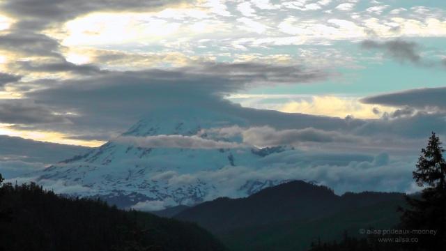mount rainier, sunset, volcano, national park, white pass scenic byway, volcano, travel, travelogue, photography, ailsa prideaux-mooney, washington