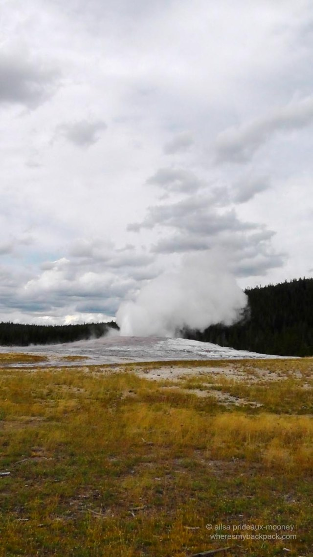 old faithful, geyser, yellowstone, travel photography, travel, travelogue, travel blog, ailsa prideaux-mooney