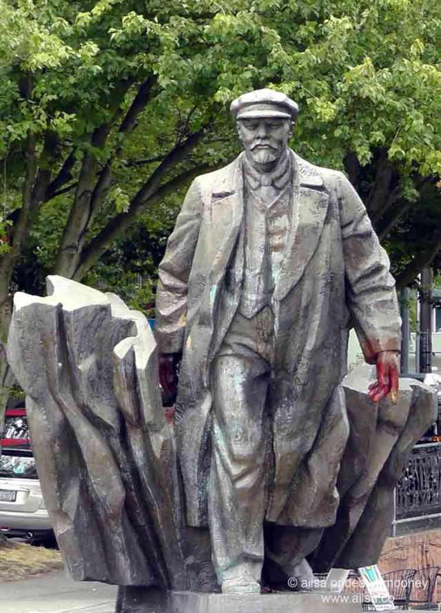 vladimir lenin statue, Emil Venkov, Fremont, Seattle, Washington, travel, travelogue, photography, Ailsa Prideaux-Mooney