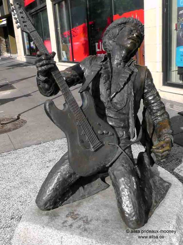 jimi hendrix, jimi hendrix bronze, jimi hendrix statue, seattle, travel, travelogue, photography, ailsa prideaux-mooney