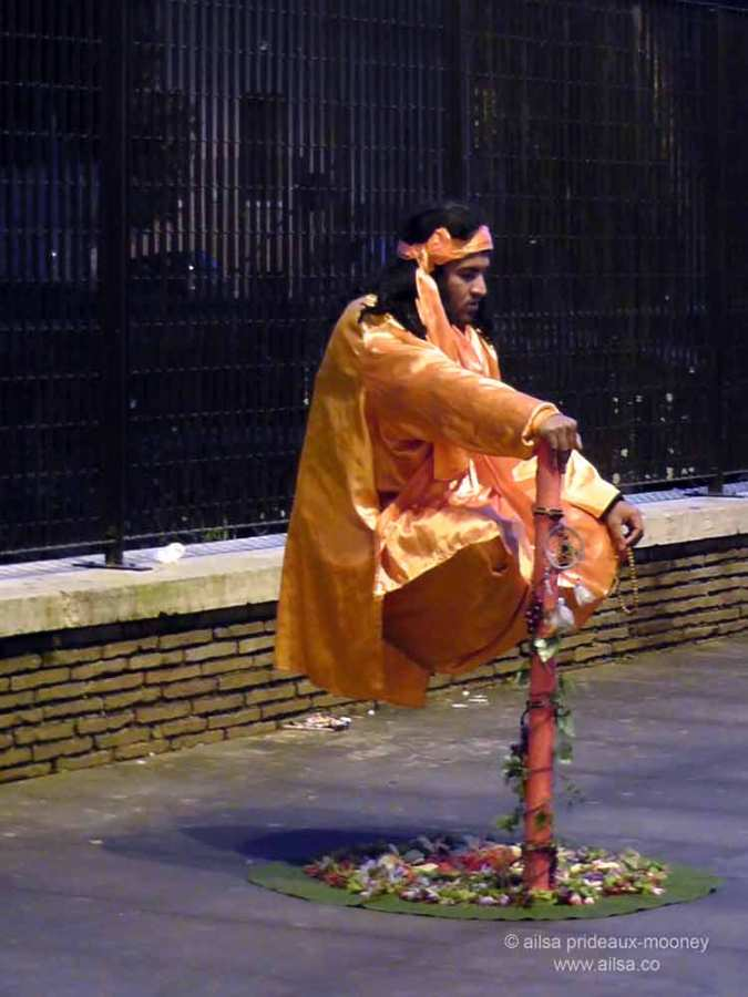rome, italy, street performer. levitation, travel, travelogue, ailsa prideaux-mooney
