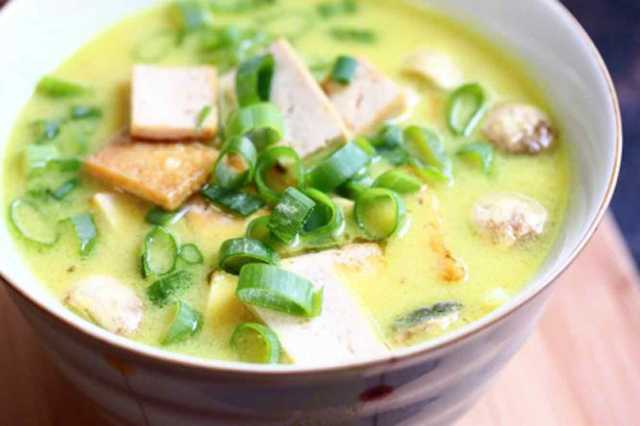 tom kha tofu, soup, travel, travelogue, ailsa prideaux-mooney