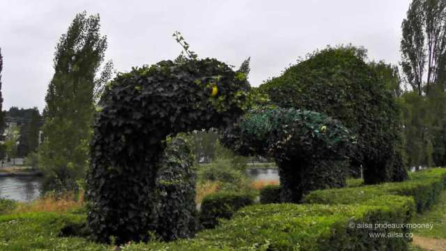 fremont dinosaurs, topiary dinosaurs, seattle, travel, travelogue, tourism, ailsa prideaux-mooney
