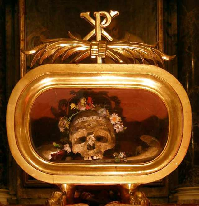 St Valentine's skull, Rome, Italy, Basilica di Santa Maria in Cosmedin, bocca della verita, mouth of truth, travel, travelogue, ailsa prideaux-mooney