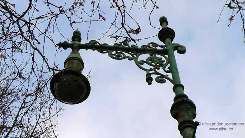 merrion square, dublin, old lamp posts, dublin lampposts, old dublin lamp-posts, travel, travelogue, ireland, ailsa prideaux-mooney